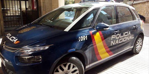 6. La Policía Nacional detiene en Jaén a un hombre acusado de robar de los balcones jaulas con pájaros