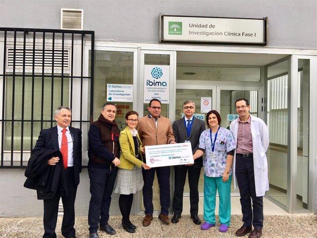 Donación Para La Investigación Contra El Cáncer A Ibima Por Parte De Una Escuela