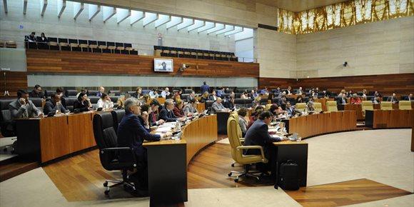 9. Aprobada la ley que obliga a las gasolineras de Extremadura a contar con personal durante el día si no son accesibles
