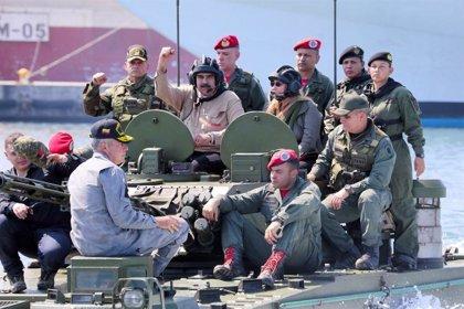 """Así fue el """"desmayo"""" que habría sufrido Maduro en el interior de un tanque militar"""