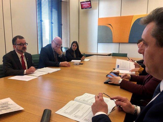 El conseller d'Acció Exterior, Alfred Bosch, en una reunió amb diputats britànic