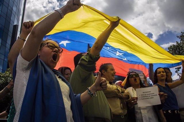 Manifestantes contra Maduro en Caracas