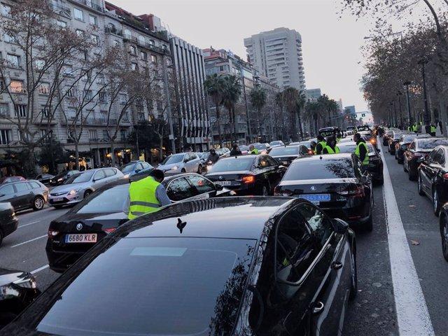 Concentració de VTC a la Diagonal de Barcelona