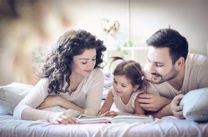 Leer a los hijos, el 75% los padres inicia así en la lectura a los niños