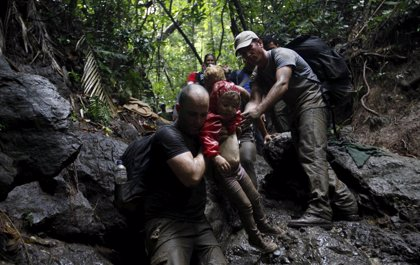 Las autoridades colombianas hayan los cuerpos de siete niños y cinco adultos migrantes muertos en un naufragio