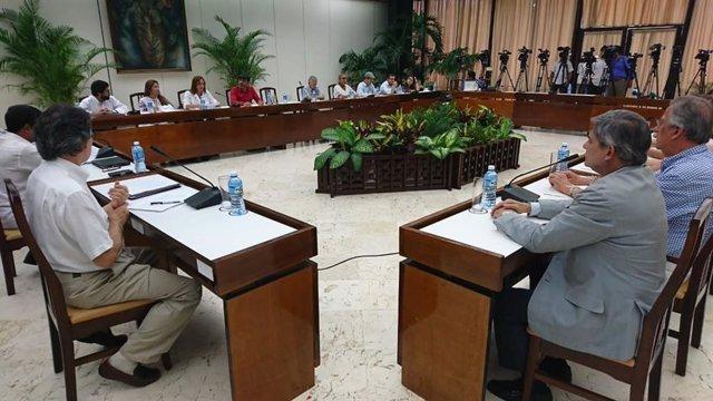 Delegaciones de paz del Gobierno de Colombia y la guerrilla del ELN