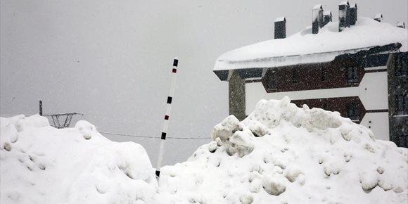 3. Aemet extiende el aviso por nevadas a la zona centro y Valles Mineros