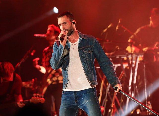 Adam Levine de Maroon 5 en un concierto