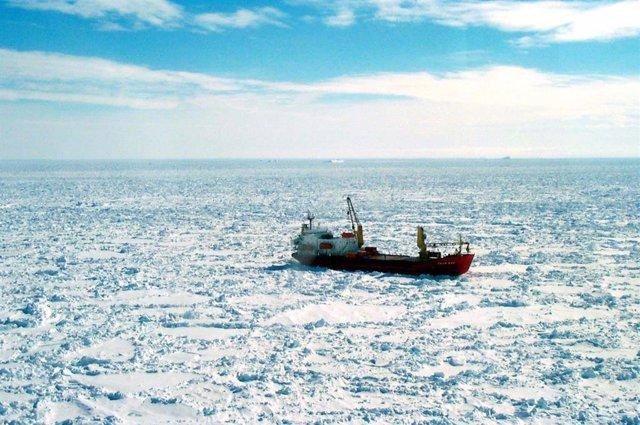 Barco atrapado en la Antártida, archivo