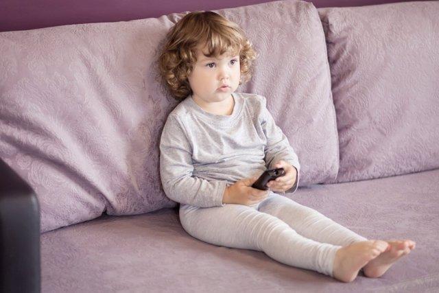 Las nuevas tecnologias se usan como canguro para los niños