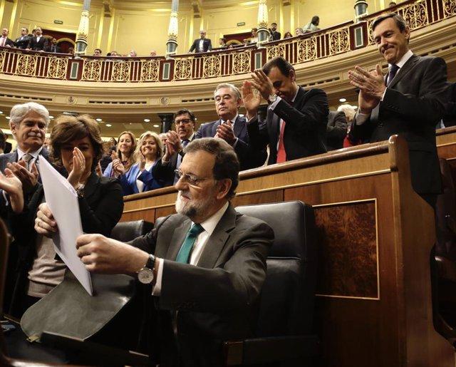 Mariano Rajoy, aplaudido por los diputados del PP