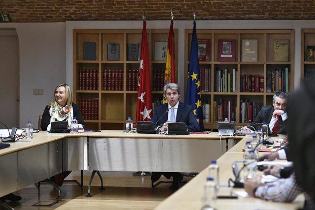 Reunión del presidente de la Comunidad de Madrid, Ángel Garrido, con representan