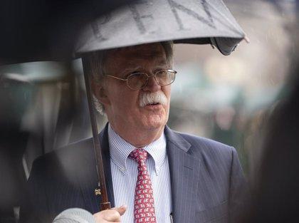 """Bolton descarta una intervención inminente en Venezuela, aunque """"todas las opciones están sobre la mesa"""""""