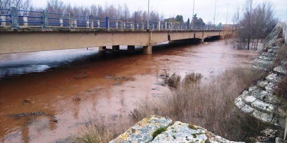 4. La crecida del río Arlanza supera el nivel de alarma en Lerma (Burgos)