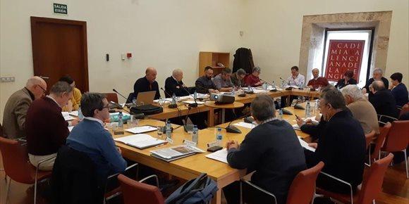 1. La AVL aprueba por unanimidad el topónimo Castelló de la Plana como forma única oficial