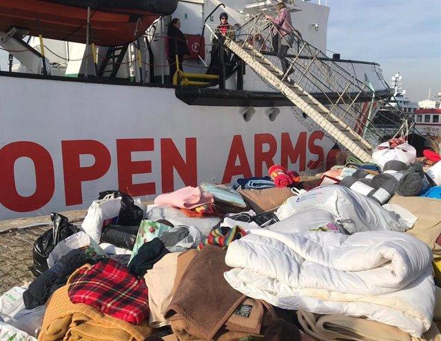 Mantes recollides davant el vaixell Open Arms