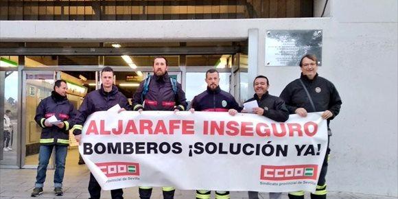 7. Los bomberos del Aljarafe reanudan sus protestas en el metro para que se apruebe el acuerdo anunciado