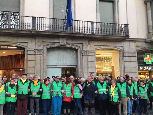 Cordó de l'ANC davant de l'ocupació de la seu del Parlament i la Comissió Europe