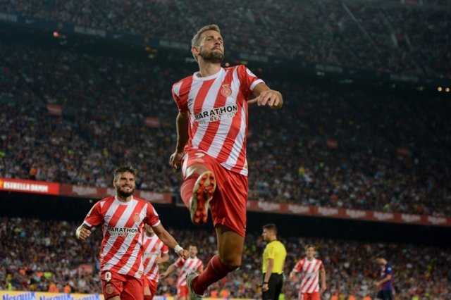 Stuani celebra un gol con el Girona FC en el Camp Nou
