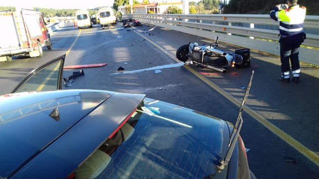 Accident entre un cotxe i tres motos a Vilademuls el 2018 (Arxiu)