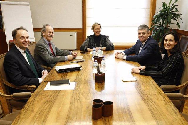 Reunión de Marta Gastón con el presidente de Redexis, su consejera delegada y su