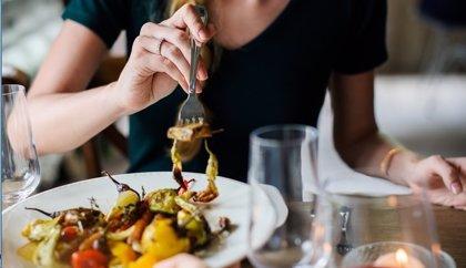El 94% de las comidas en restaurantes contienen más calorías de las recomendadas, según estudio brasileño
