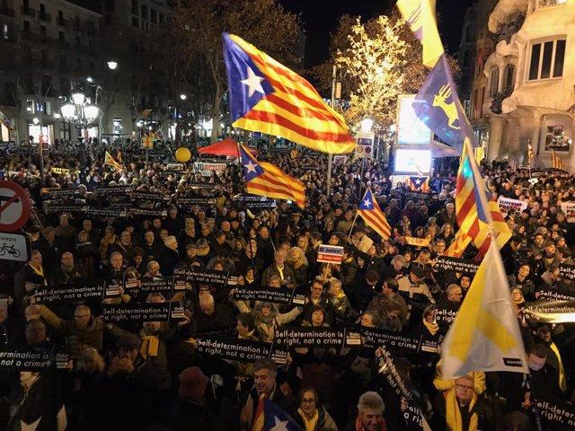 Concentració de l'ANC davant la seu de la Comissió Europea a Barcelona