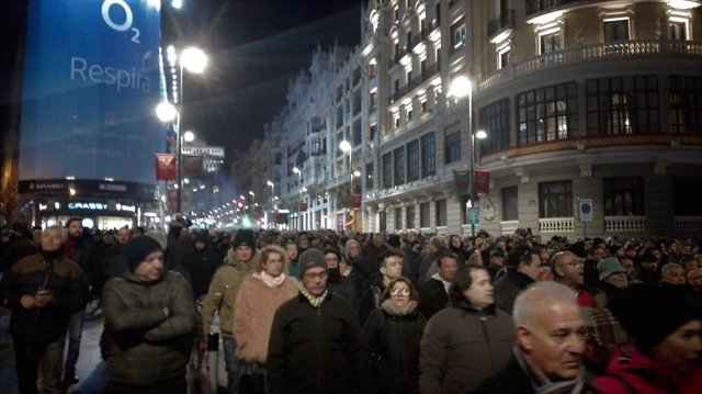 Los taxistas vuelven a cortar la Gran Vía de Madrid
