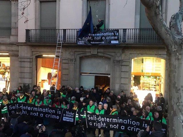 Ocupació de l'ANC de la seu del Parlament i la Comissió Europea a Barcelona