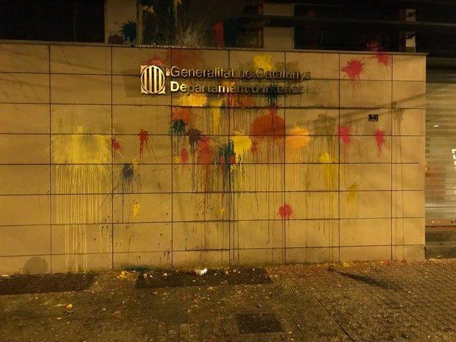 Pintura en la façana de la Conselleria d'Interior