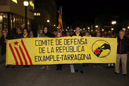 Un miler de persones es manifesten a Tarragona per denunciar el trasllat dels presos i exigir-ne la llibertat