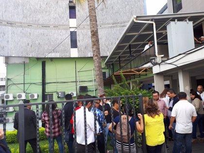 Evacuada la Asamblea Legislativa de El Salvador tras desprenderse partes del edificio por el terremoto en México