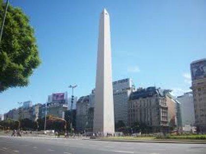 Mueren al menos dos personas y 52 resultan heridas en un incendio en un hotel de Buenos Aires