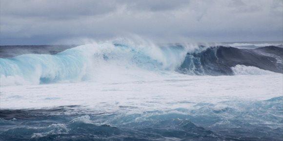 4. Canarias estará este sábado en riesgo amarillo por fuerte oleaje