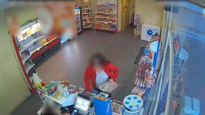 A presó una dona que va atracar a punta de ganivet set benzineres de Molins de Rei i Sant Feliu de Llobregat