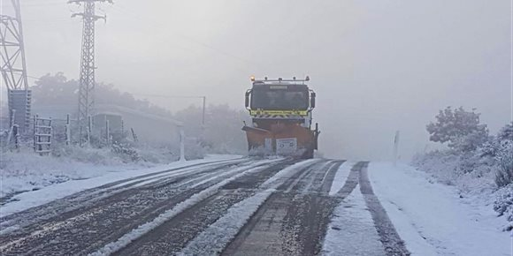 7. Tráfico da salida a doce camiones y 20 turismos embolsados en la A-67 en Aguilar de Campoo (Palencia)