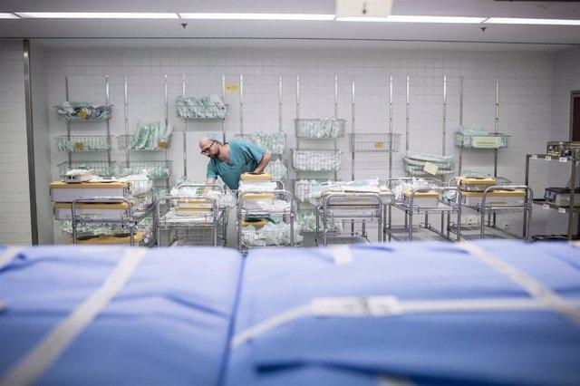 Tcnic especialista en grau mitj sanitari classifica material en l'rea de