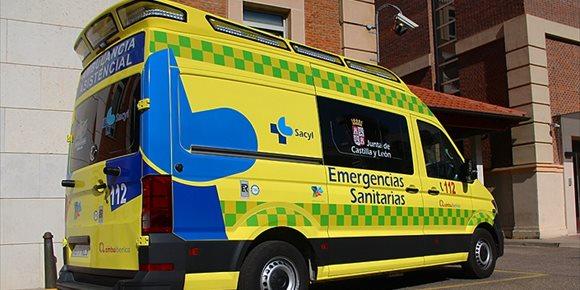5. Dos heridos, después de que un camión se saliera de la carretera por la nieve en Almenar de Soria