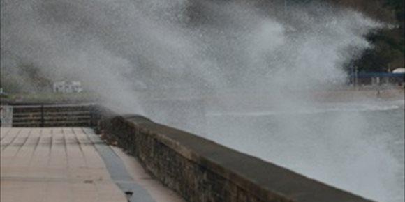 2. Las olas alcanzan los 4,8 metros en el Puerto de Bilbao