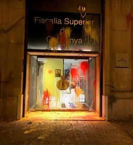 Pintura en la faana de la Fiscalia Superior de Catalunya