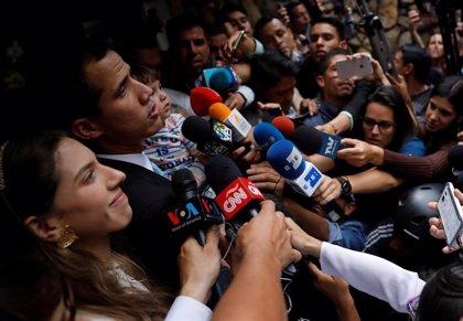 """Guaidó llama a una """"muestra de fuerza pacífica"""" en el inicio de la gran marcha opositora"""