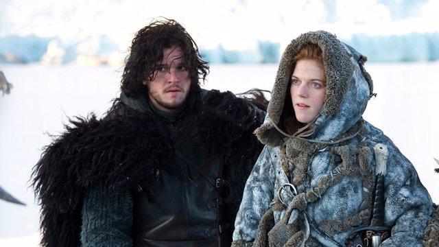 Jon Nieve e Ygritte en Juego de Tronos