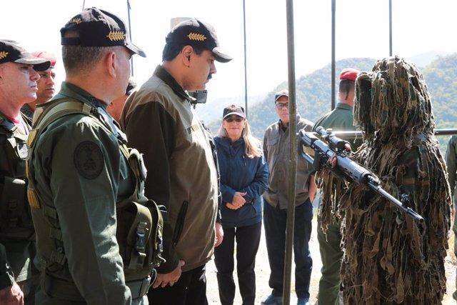 El presidente de Venezuela, Nicolás Maduro, durante una visita una base militar