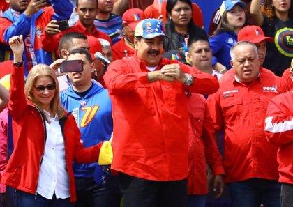 Maduro anuncia una consulta nacional para proponer el adelanto de las legislativas a este año