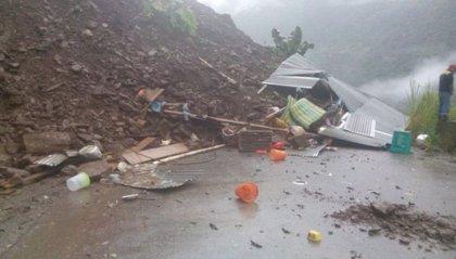 Al menos ocho muertos y decenas de heridos por un deslizamiento de tierras en una autopista en Bolivia