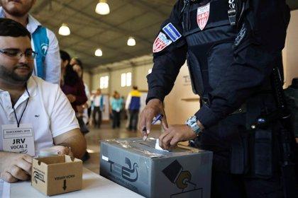 Los salvadoreños comienzan a votar en unas elecciones que pueden acabar con el bipartidismo histórico