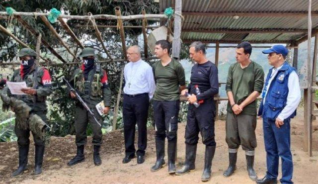 Secuestrados y guerrilleros del ELN