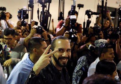 Ejercen su derecho a voto todos los candidatos presidenciales de El Salvador