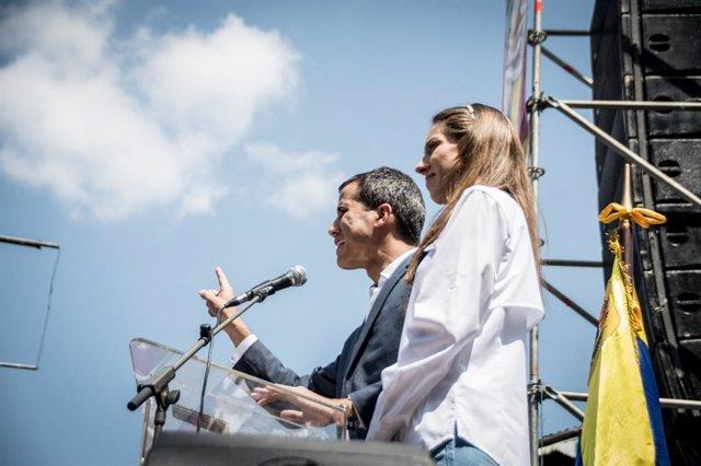 Venezuelans ral·li in support of Juan Guaidó