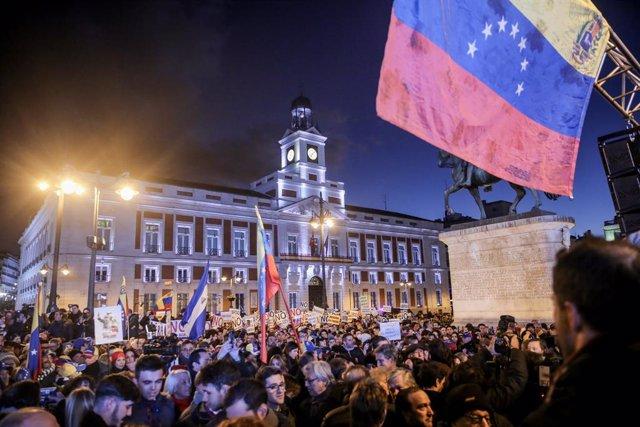 Manifestación en la Puerta del Sol para respaldar el apoyo de la Unión Europea a